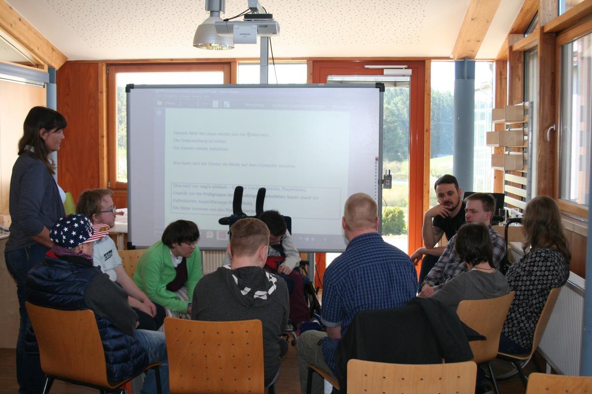 Gruppe beim Besprechen