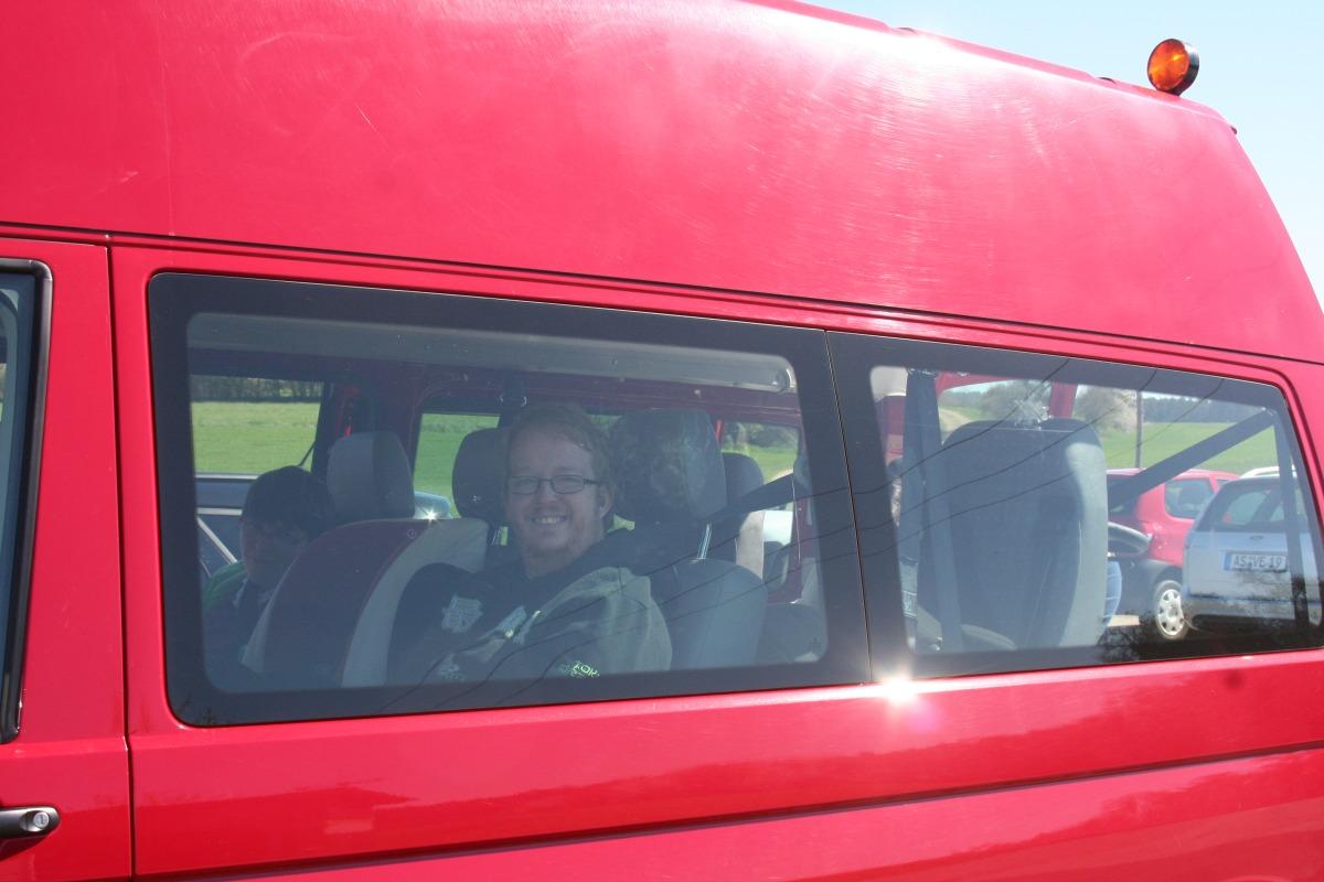 Bild eines Teil·nehmers im Auto