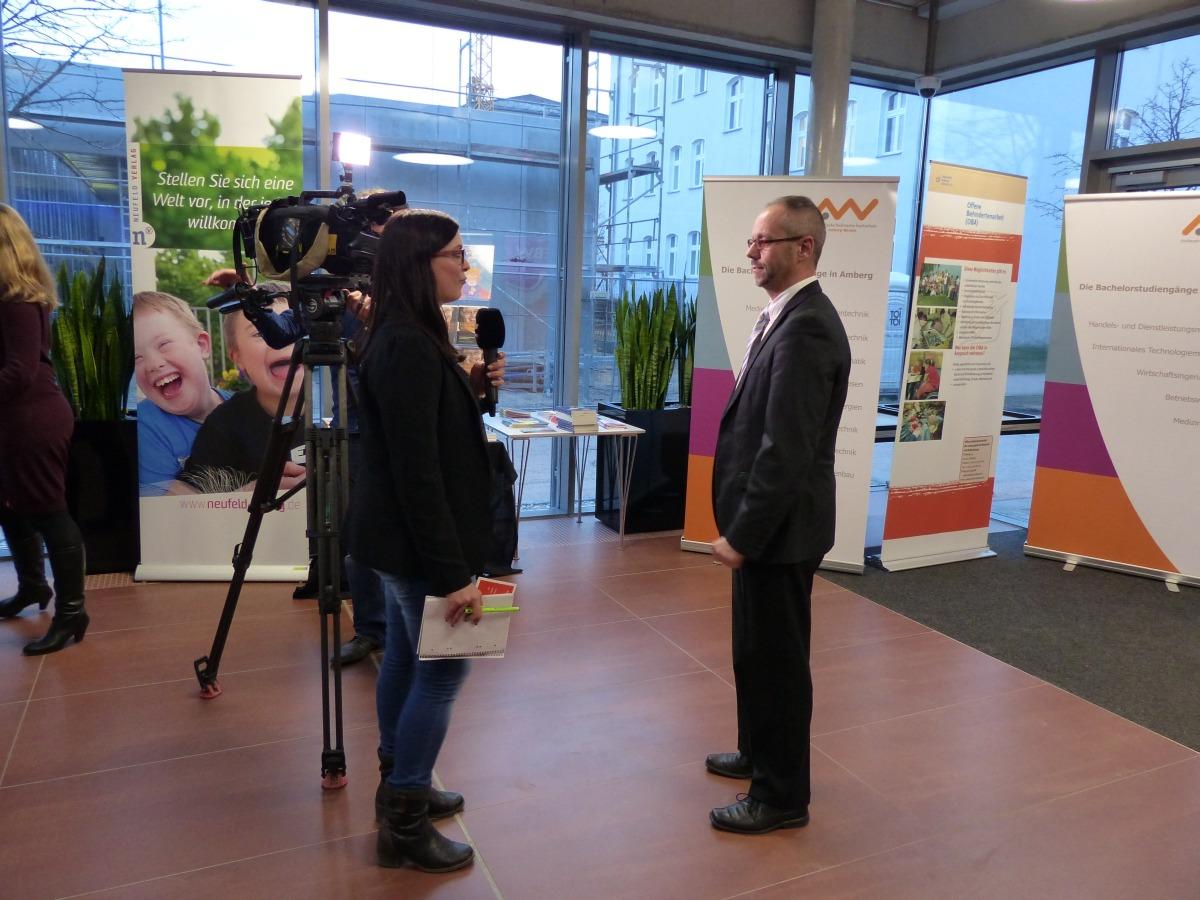 Thomas Boss wird von OTV interviewt