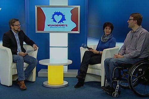 Hildegard Legat und Jürgen Weiß werden von Christoph Rolf interviewt.
