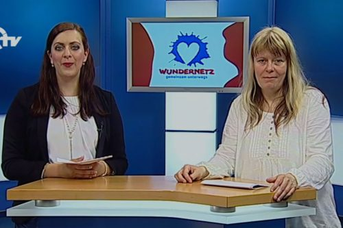 Michaela Götz und Teresa Schaal im Studio beim Wunder·netz·magazin.