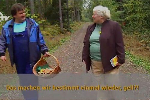 Robert und Waldtraud beim Pilze suchen.
