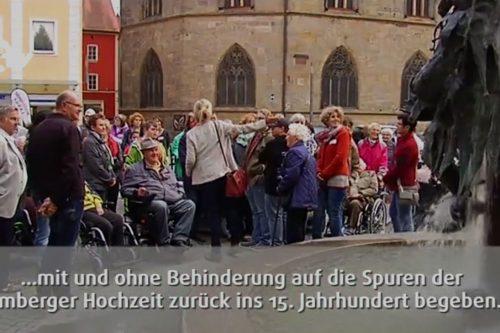 Menschen bei der inklusiven Stadtführung durch Amberg.