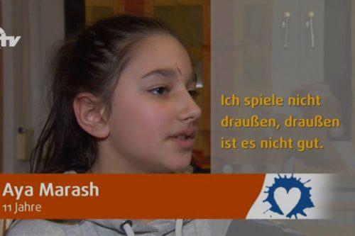 Aya Marash wird interviewt.