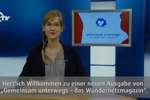 Sandra Dietl moderiert im Studio von OTV.