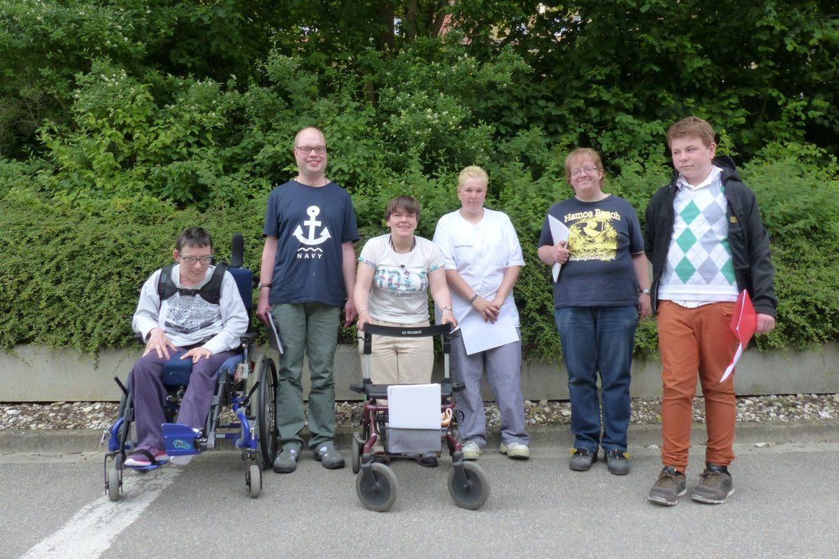 Eine Gruppe von Teilnehmern der Ausbildung zum Prüfer in leichter Sprache