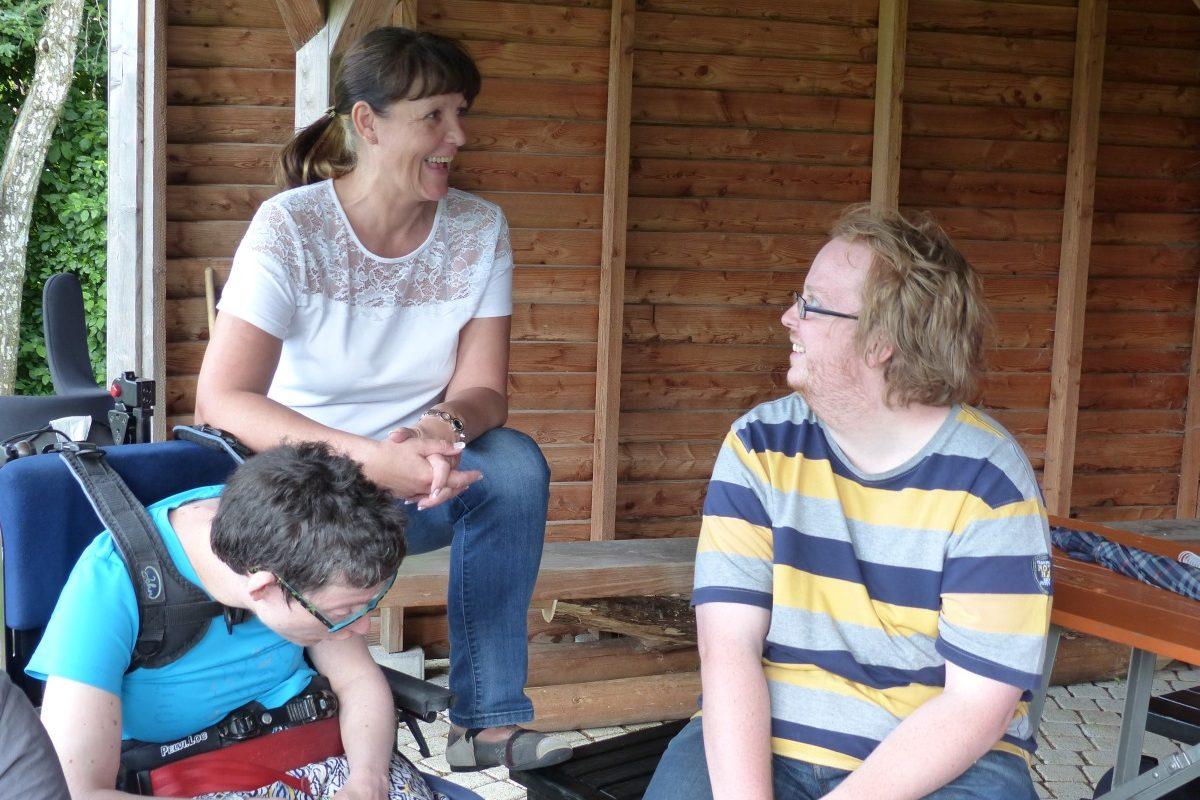 Kerstin, Geli und Tobias unterhalten sich