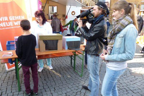 OTV filmt den Wundernetz-Informationsstand