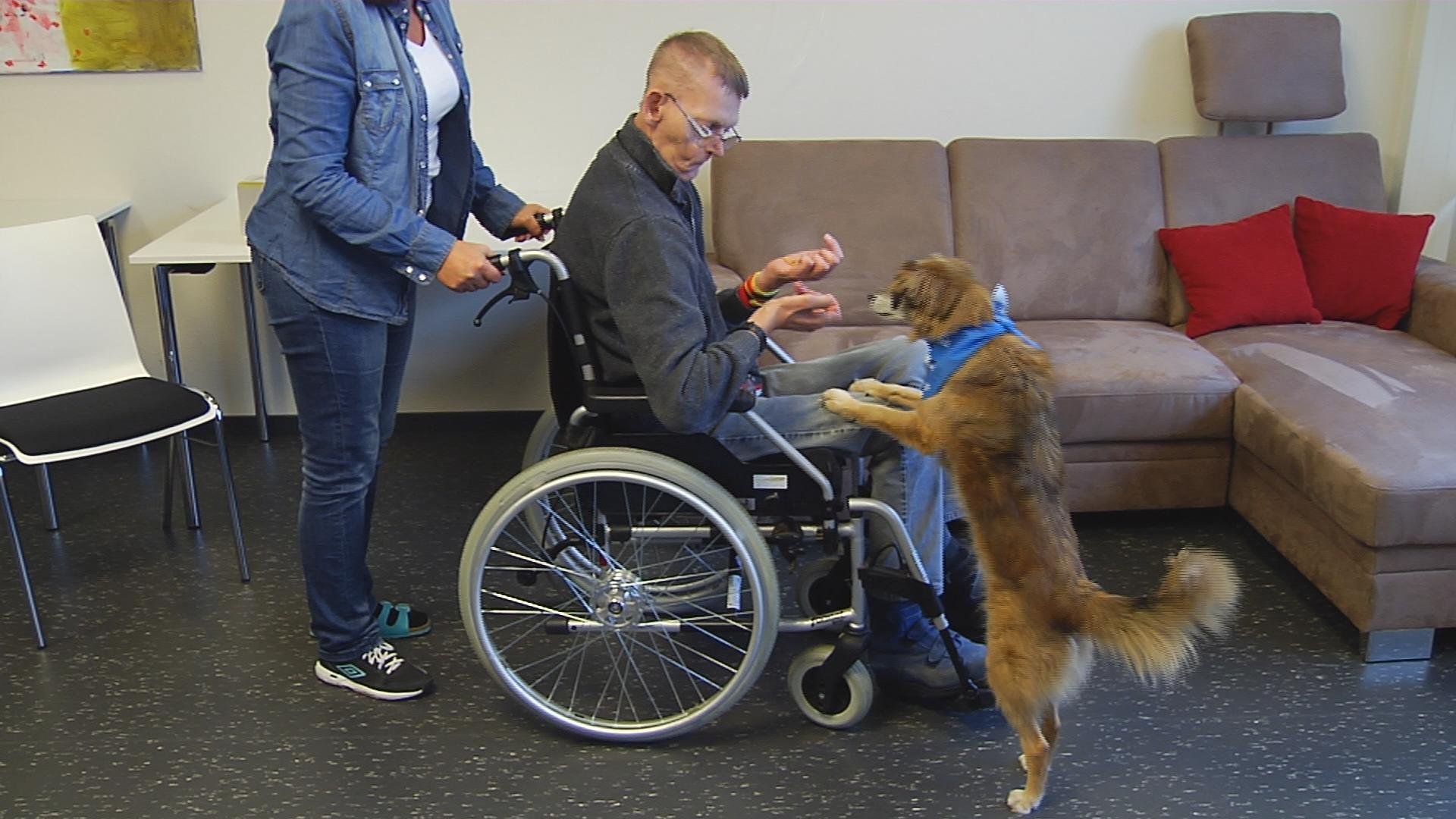 Werner mit einem kleinen Hund