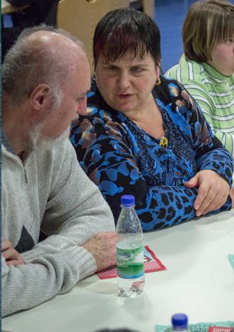 Zwei Teilnehmer beim Gespräch