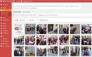Das Menü Medienübersicht in WordPress. Hier können Bilder angewählt und bearbeitet werden. Klickt man auf ein Bild, gelangt man in den Bearbeiten-Modus.