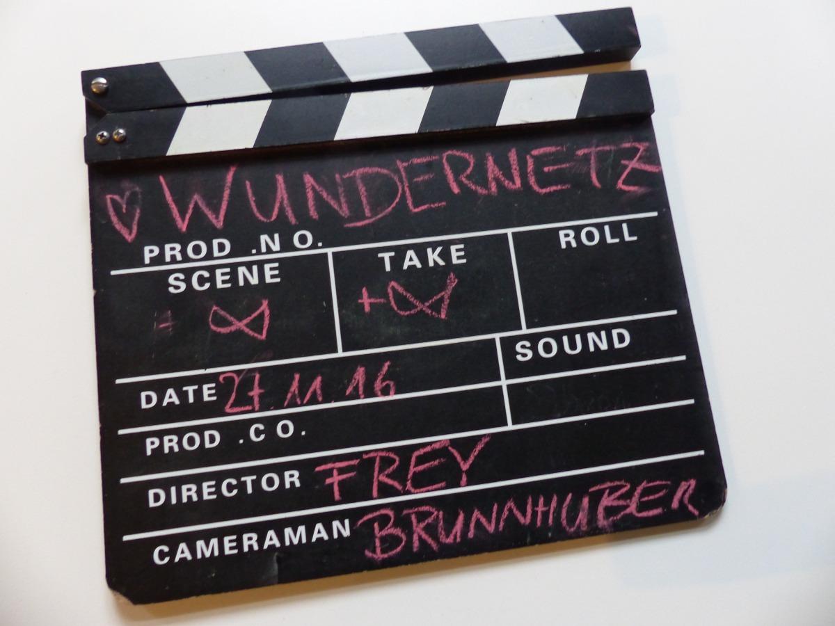Filmklappe für den Dreh des Musikvideos