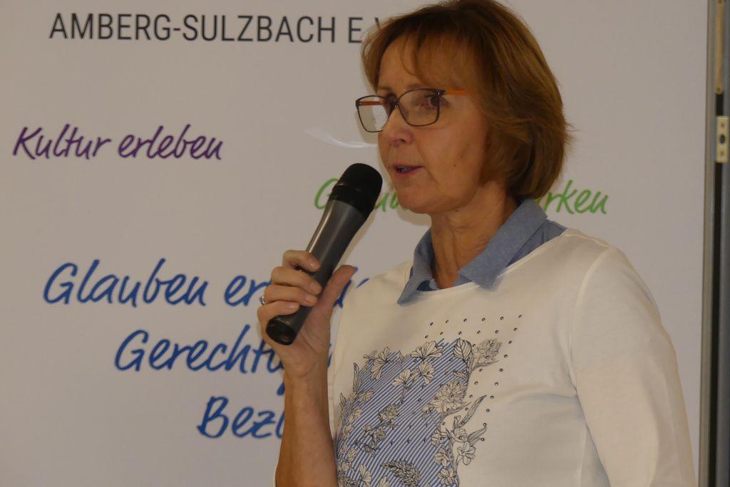 Unsere Projektleiterin Hildegard Legat moderierte die Veranstaltung.