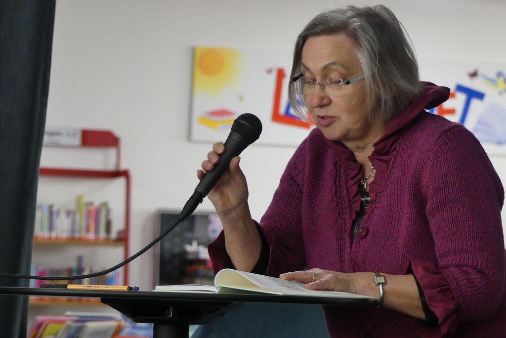 Als schönen, ruhigen Abschluss las Luise Vogel einen Bibeltext in Leichter Sprache vor.