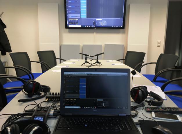 Podcast-Aufnahmen: Kopfhörer, Mikrofone, Computer und Co