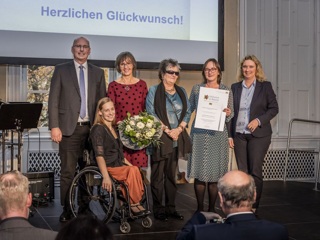 Wir vier vom Wundernetz mit Staatsministerin Kerstin Schreyer und Olympia-Sportlerin Anna Schaffelhuber.