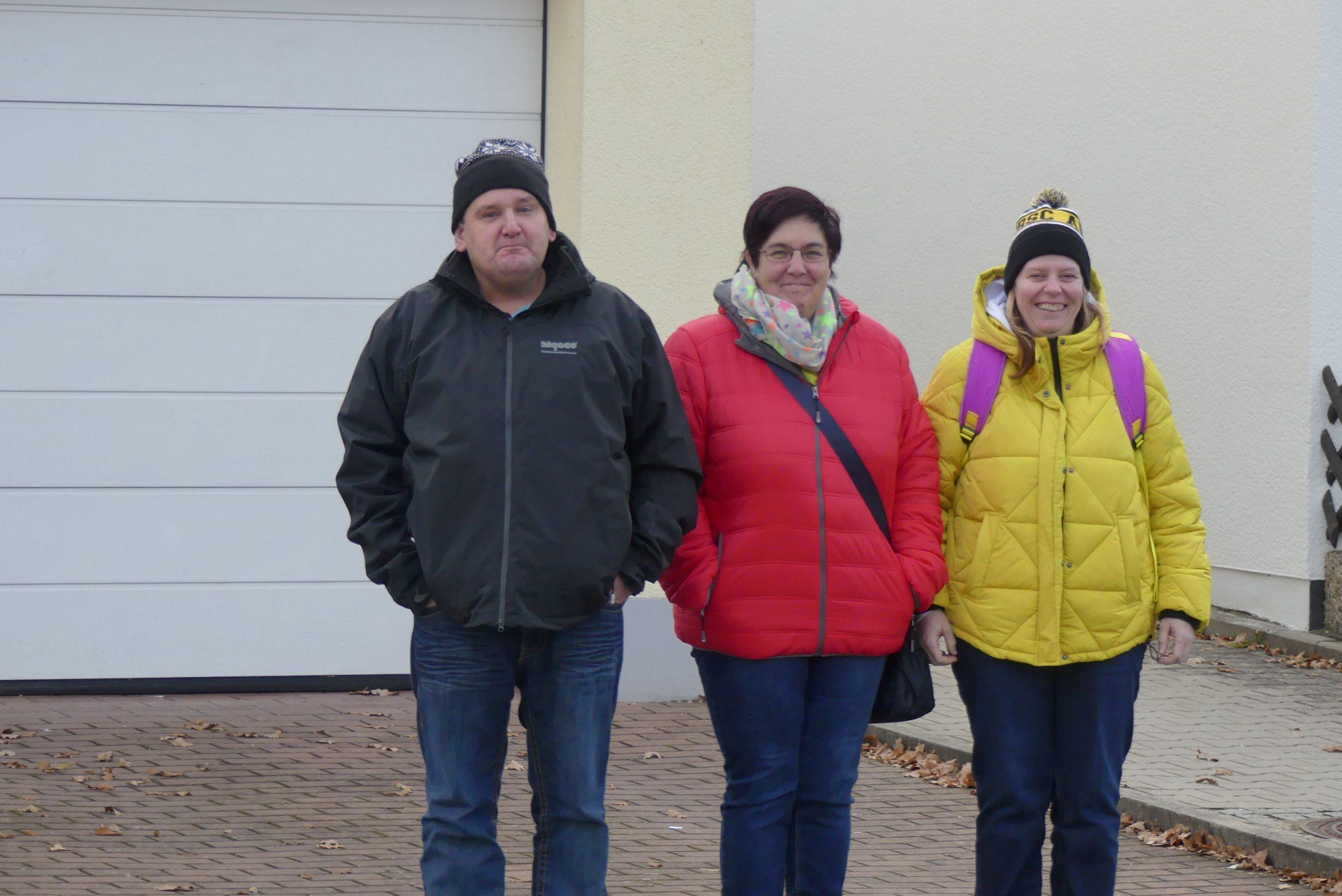 Auf dem Foto sind die drei Freunde Robert, Karin und Michaela zu sehen.