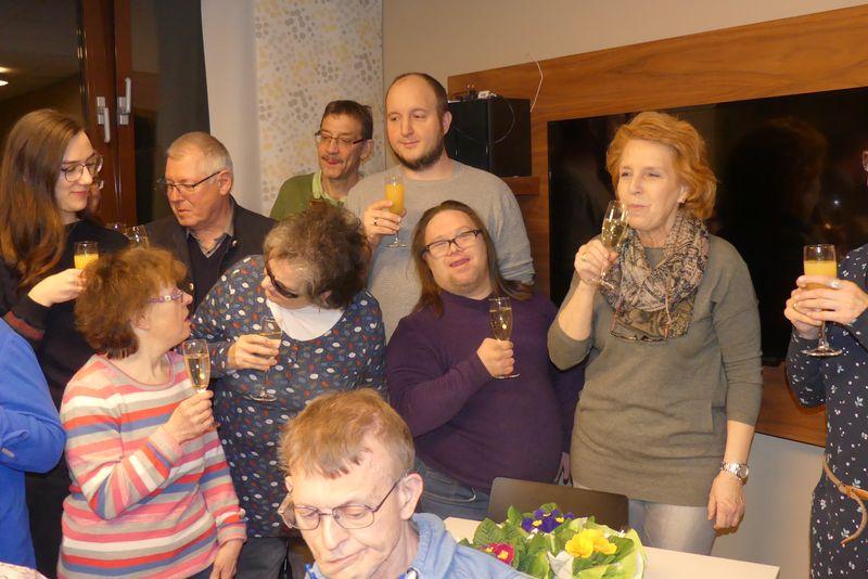 Und noch ein Gruppenbild mit Sekt und Freude.
